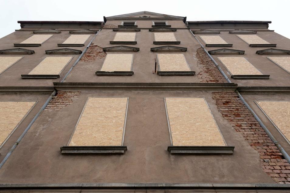 Schandauer Straße 32 in Sebnitz: Hier splittern vorerst keine Scheiben mehr.
