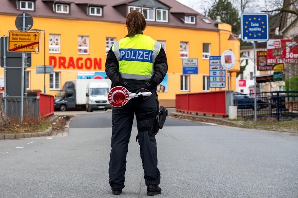 Am Grenzübergang in Sebnitz wurde am Mittwoch noch kontrolliert. Ein paar deutsche wie auch tschechische Kraftfahrer wurden im Laufe des Tages wieder zurückgeschickt.