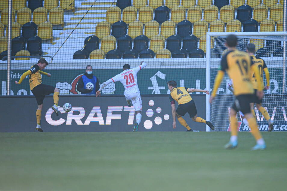 Christoph Daferner ist mit dem rechten Vollspann am zweiten Pfosten zur Stelle. Das 1:0 war sein siebenter Saisontreffer.