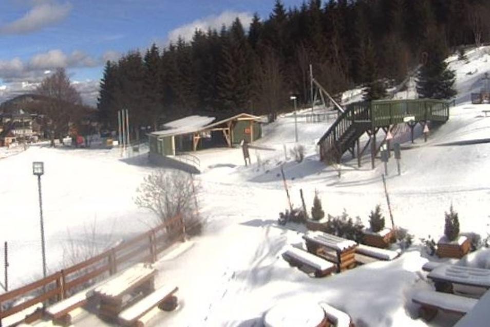 Auch am Lugsteinhof liegt Dienstagmittag neuer Schnee.