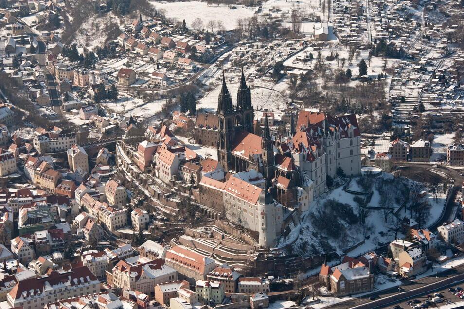 Der Meißner Dom wurde im 13. Jahrhundert als gotischer Bau begonnen. Die Markgrafen von Meißen zeigten sich mit ihm besonders verbunden. Im 15. Jahrhundert ließen die Wettiner die sogenannte Fürstenkapelle als ihre Begräbnisstätte anbauen. Dort hatte der