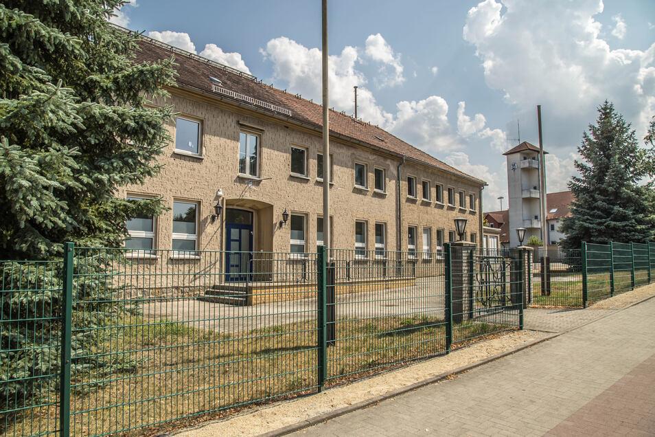 Das Haus in der Klenke-Straße gehört seit einem Jahr der Stadt Niesky. Es soll Verwaltungssitz bleiben. Wer in das leere Gebäude aber einziehen wird, ist noch offen.