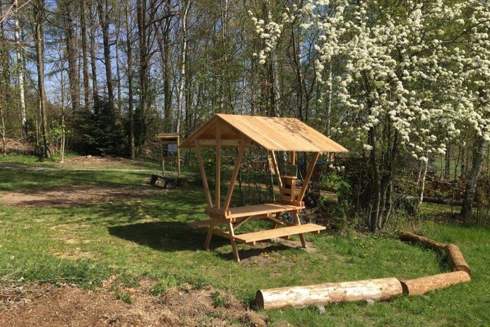 Hier ist Zelten erlaubt: Das 2019 eröffnete Biwak am Walderlebniszentrum in Leupoldishain.