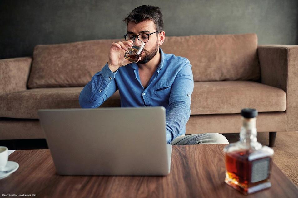 Gefährlicher Trend: Der Alkoholkonsum ist seit Beginn der Corona-Pandemie deutlich gestiegen. Und es gibt noch mehr negative Auswirkungen.