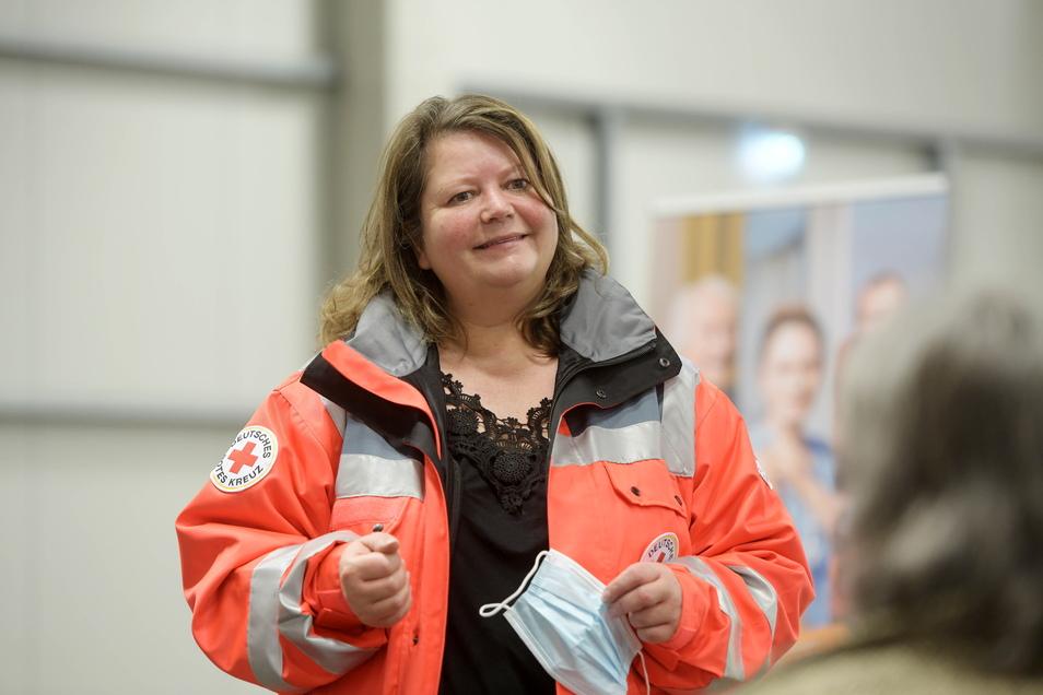 Löbaus DRK-Chefin Silke Seeliger war die Hausherrin im Impfzentrum in der Messehalle.