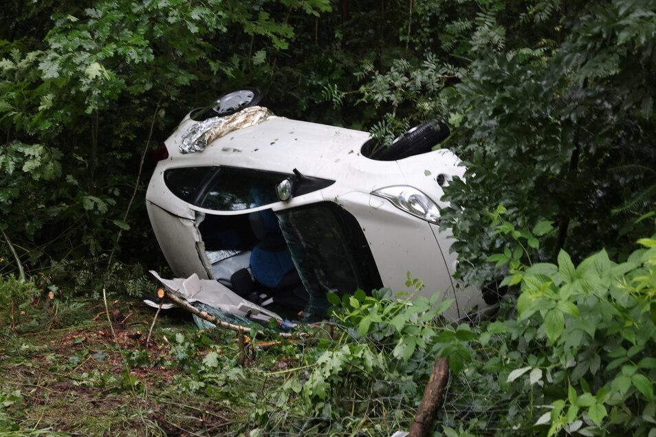 Die Fahrerin dieses Ford musste aus dem Unfallwagen befreit werden.