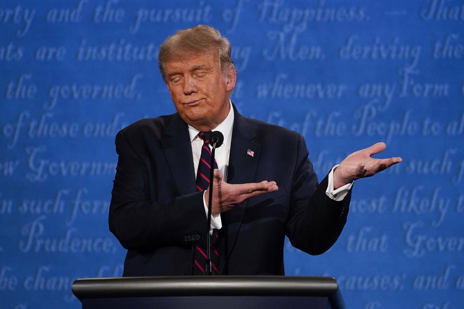 Donald Trump gestikuliert während der ersten Präsidentschaftsdebatte.
