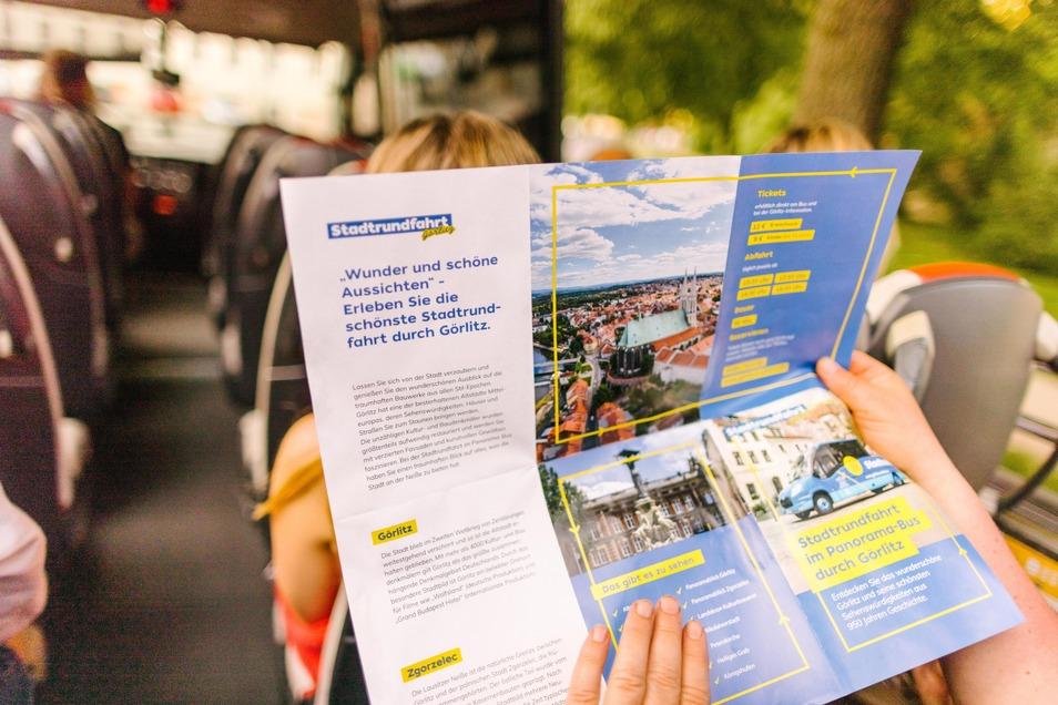 Immer dabei: Material zum Lesen, Stöbern und weiterbilden. So kann eine Stadtrundfahrt auch gar nicht langweilig werden.