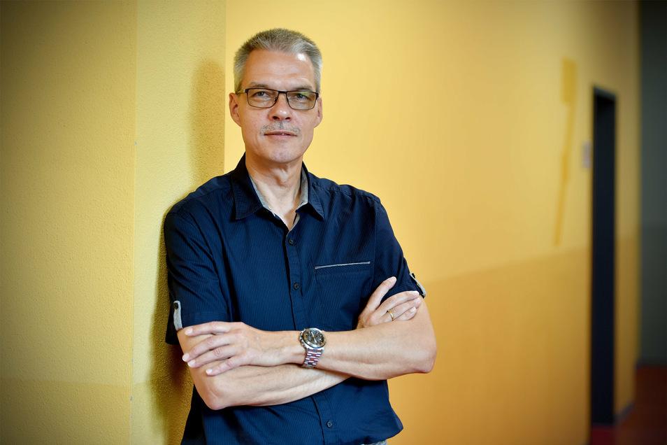 Ingo Elmenthaler, der Schulleiter des Zittauer Christian-Weise-Gymnasiums, befürchtet einen Domino-Effekt. 20 Schüler aus drei Klassenstufen müssen zu Hause in Quarantäne bleiben.