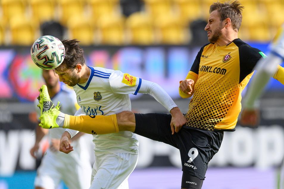 Es war ein umkämpftes Spiel, mit nur wenigen Torchancen. Diesen Zweimkampf verliert Pascal Sohm gegen Saarbrückens Marin Sverko. Das Spiel endete 1:1.