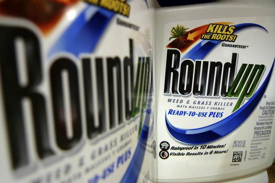 Das Unkrautvernichtungsmittel Roundup enthält Glyphosat und spielte in den Prozessen in den USA wegen Krebsrisiken eine große Rolle.