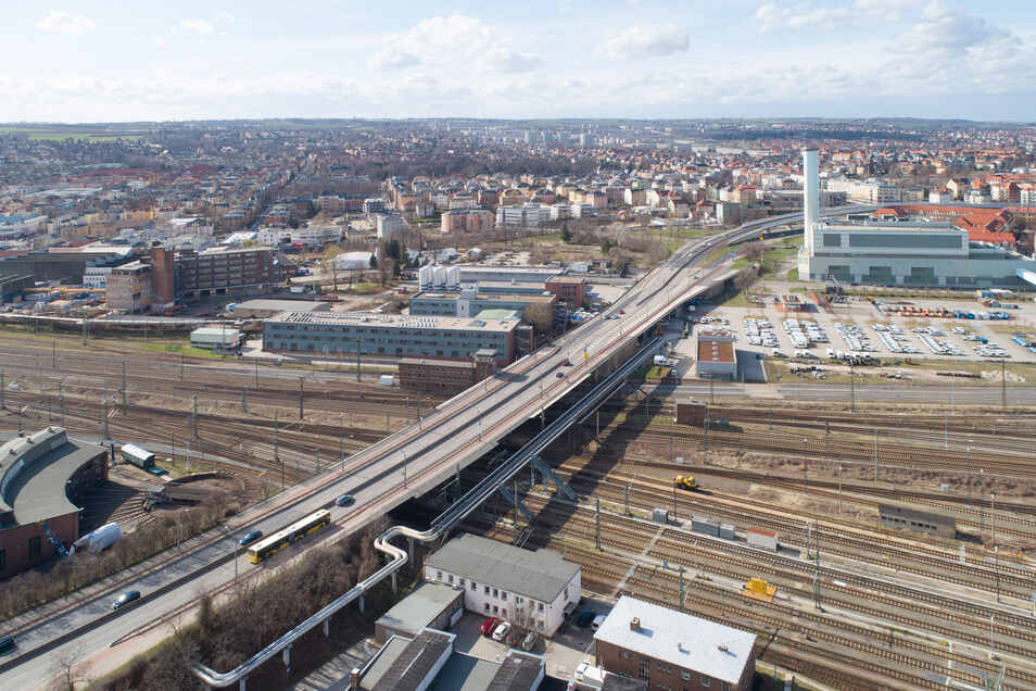 Mitten auf der Nossener Brücke in Dresden soll eine neue Haltestelle gebaut werden.