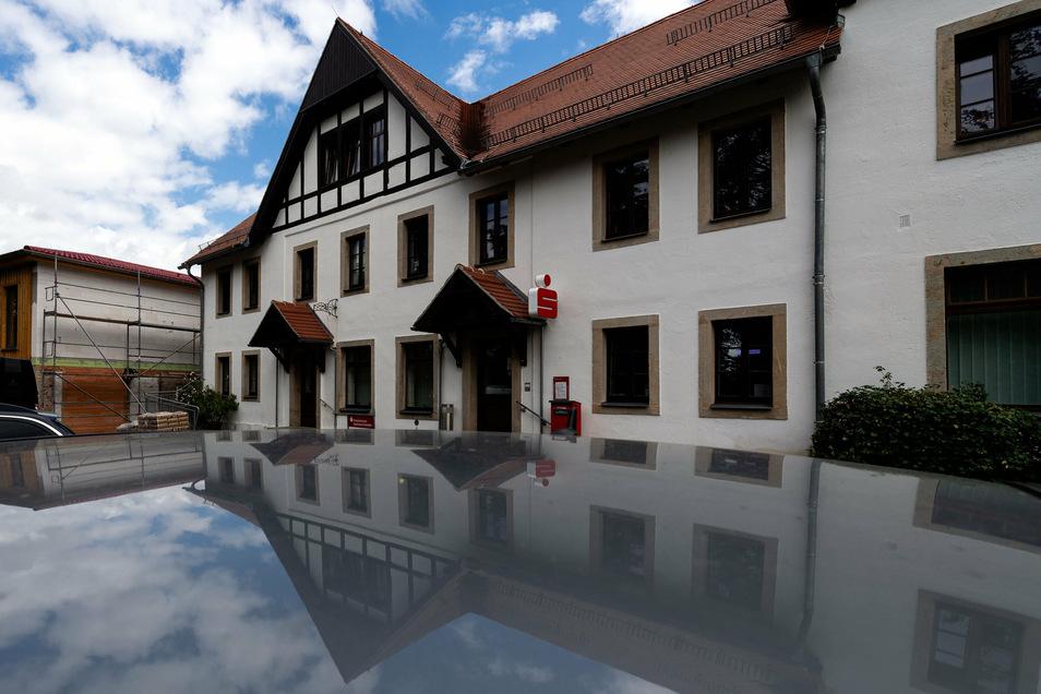 Geschlossene Sparkassenfiliale in Dürrröhrsdorf-Dittersbach: eine Corona-Regelung, die zunächst bis September/Oktober gilt.