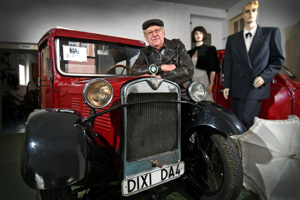 Im Technikmuseum zeigt Claus Dieter Andrä auch, wofür sein Herz schlägt: für Oldtimer wie diesen BMW Dixi. Mit 14 PS ist der zwar nicht der Schnellste, aber immer noch hübsch anzusehen.