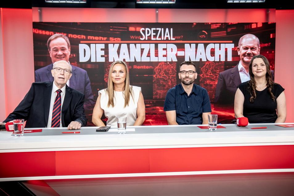 Die Studiogäste Reiner Calmund (l-r), ehemaliger Fußballmanager, Regina Halmich, ehemalige Boxerin, Andre Möllmer, Fleischer, und Susanne Baro Fernandez, Gastronomin, sitzen beim TV-Interview.