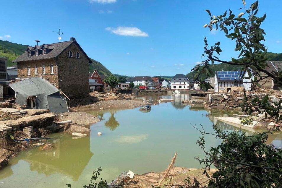 Als das Wasser zurückging, erhielten die Anwohner einen kleinen Eindruck vom Ausmaß der Schäden.