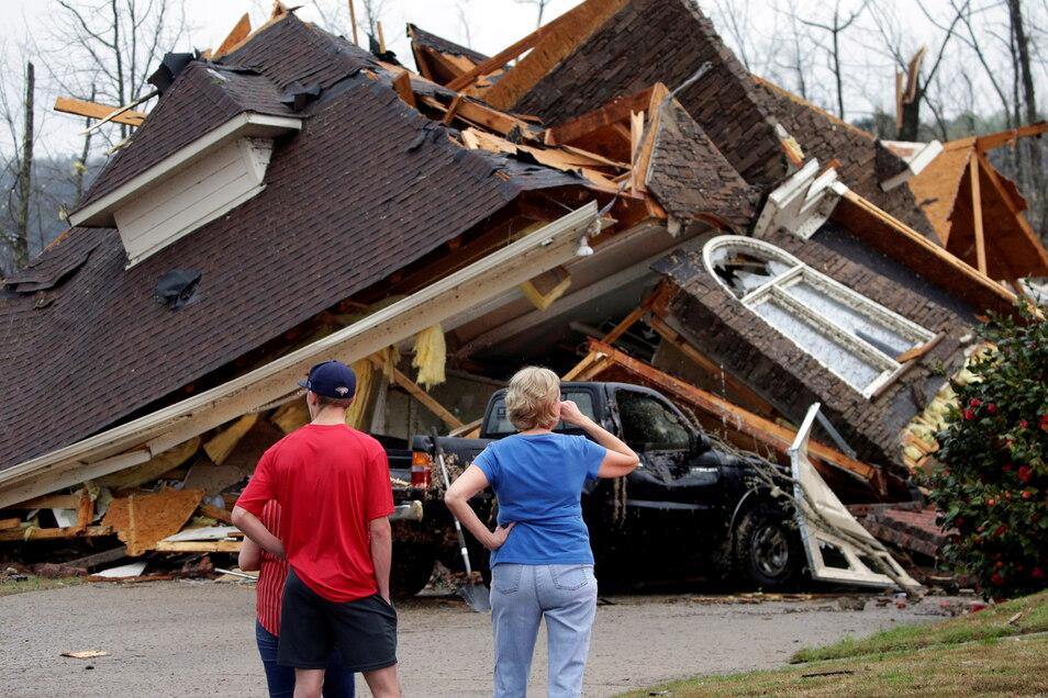 Ein durch einen Tornado zerstörtes Wohnhaus in Birmingham (Alabama).