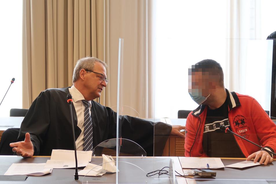 Vladimir L. (hier mit seinem Verteidiger Jürgen Saupe) steht seit Mittwoch wegen Steuerhinterziehung im großen Stil vor dem Landgericht Dresden.