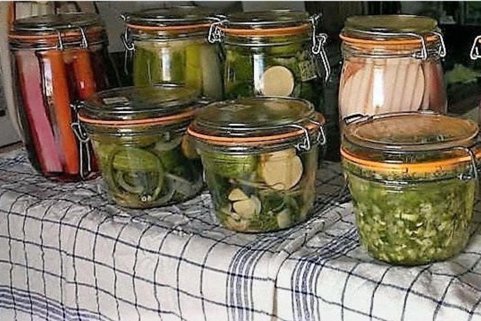 Mit diesem Vorrat an Obst und Gemüse, in Gläsern konserviert, konnte der Winter kommen.