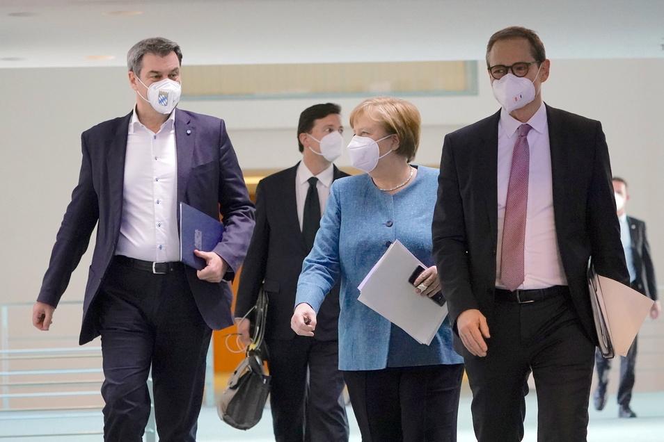 Beim Impfgipfel am Montag setzten Bund und Länder um Kanzlerin Angela Merkel (CDU) auf positive Botschaften - weniger auf Beschlüsse.