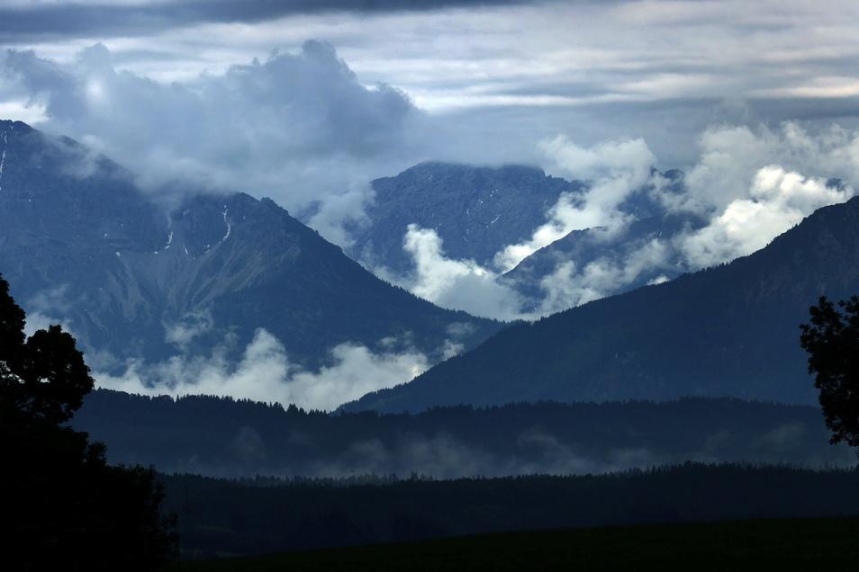 Ein 71-Jähriger aus Sachsen ist in den Alpen tödlich verunglückt.