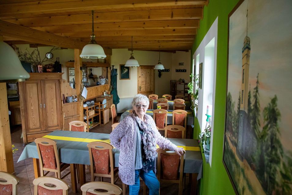 Helga Perschmann führt seit 20 Jahren die Gaststätte auf dem Monumentberg im Kirschendorf Groß Radisch.