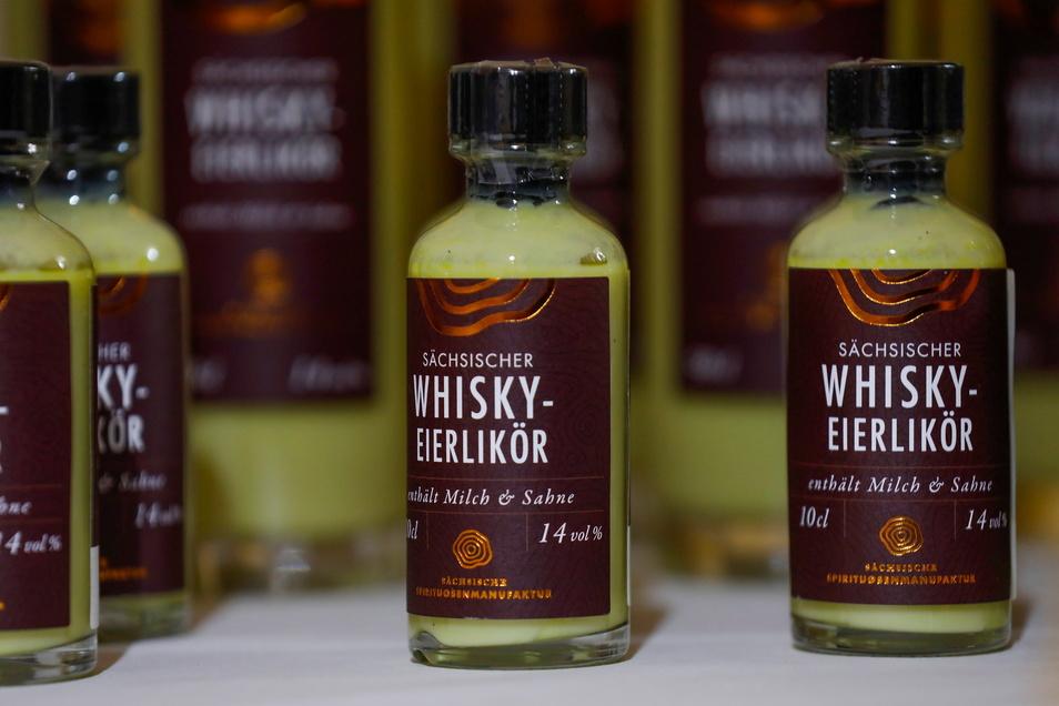 Als besonderes Produkt gibt's auch einen Whisky-Eierlikör - mit Eiern von glücklichen Bio-Hühnern aus der Oberlausitz.