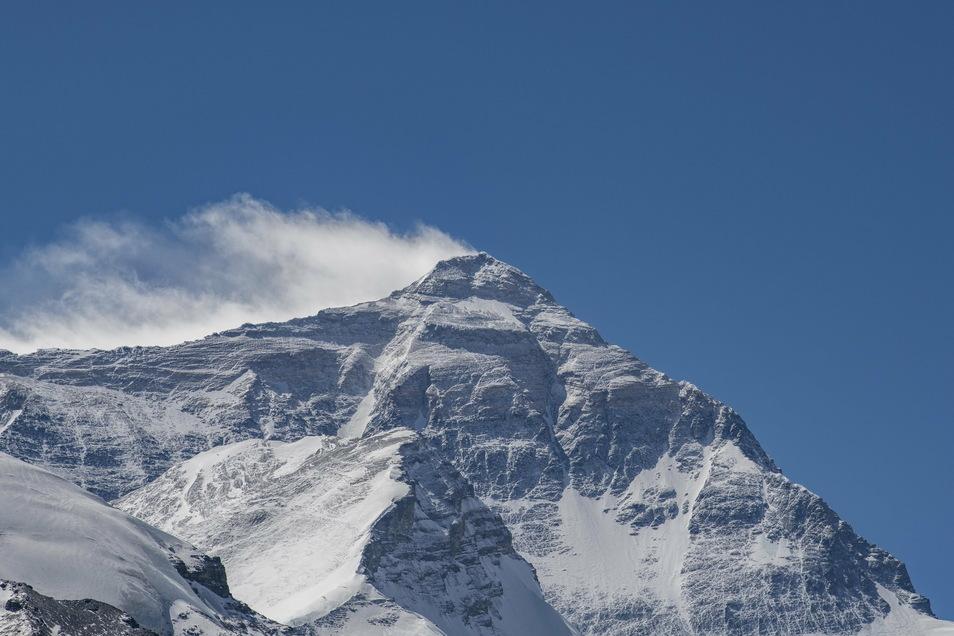 Der Mount Everest ist etwas höher als bislang angenommen.