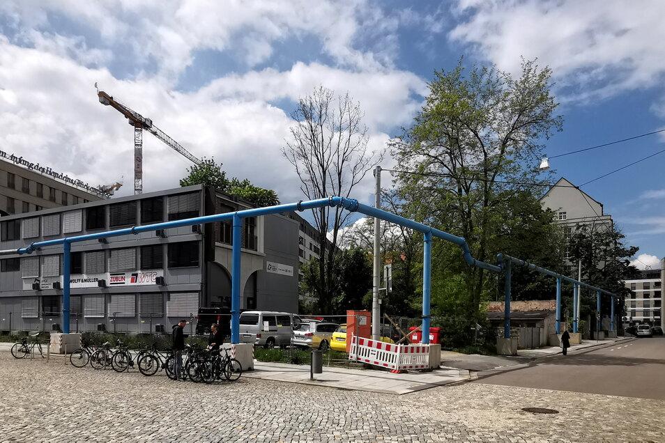 Dort, wo heute Baucontainer der Annenhöfe zwischen Schauspielhaus und Zwingerforum stehen, plant ein Münchner Unternehmen ein Bürohaus.