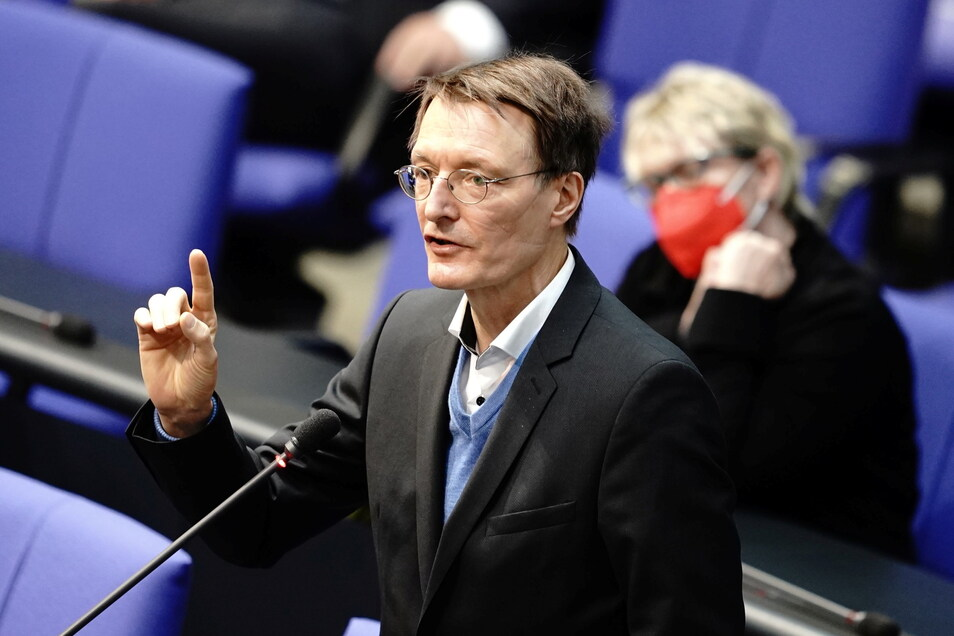 SPD-Gesundheitsexperte Karl Lauterbach hat eindringlich für eine schnelle Umsetzung der geplanten Ausgangsbeschränkungen am Abend gegen die dritte Corona-Welle geworben.
