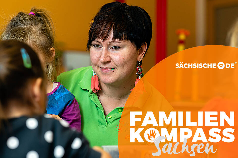Kindergärtnerin Nicole Hakelberg bastelt mit einigen Mädchen ihrer Kindergartengruppe Bilder aus Naturmaterialien. In der Kita Erfindergarten in Doberschau gehört das zum Konzept.