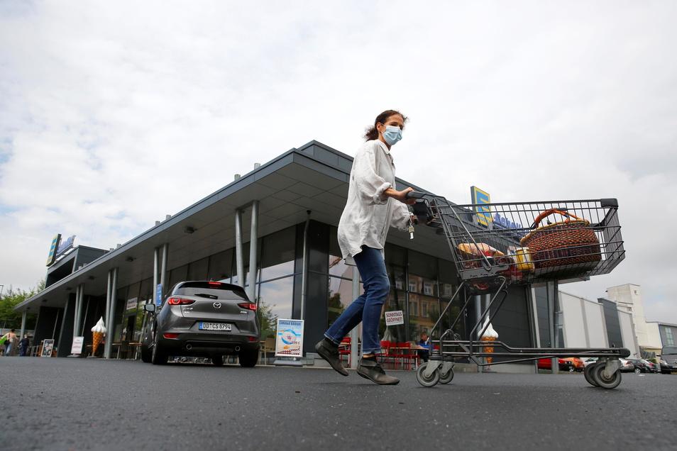 In Radeberger Einkaufsmärkten schaltete sich beim Blackout die Notbeleuchtung ein. Kunden reagierten besonnen, sagt John Scheller, Inhaber zweier Edeka-Märkte in der Stadt.