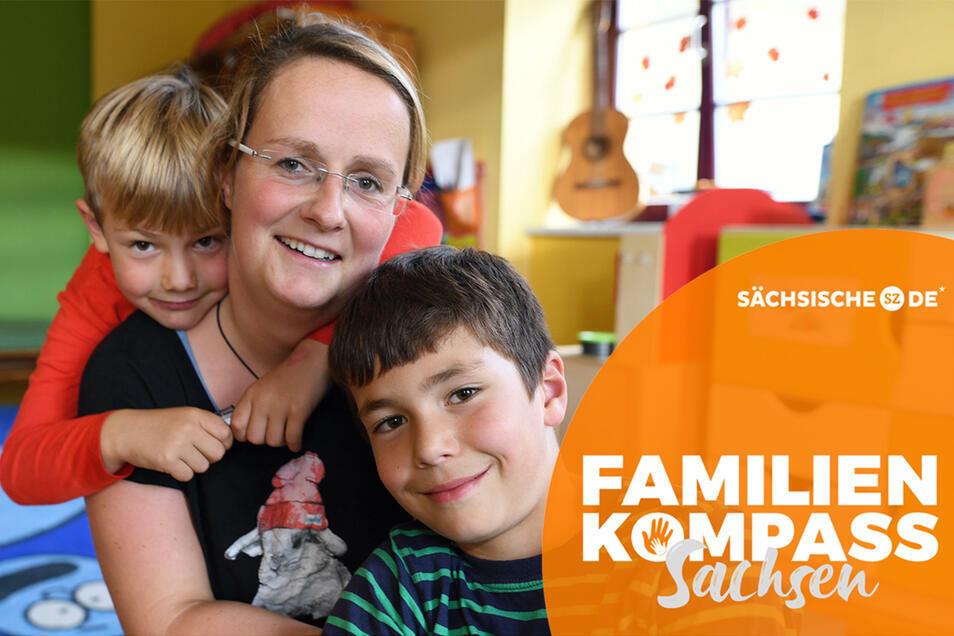 Katharina Kretschmar mit ihren Söhnen Lenny (6) und Willy (9). Die Jonsdorferin ist Erzieherin in der Kita im Ort, in der alle Jonsdorfer Kinder von der Krippe bis zum Hort betreut werden.