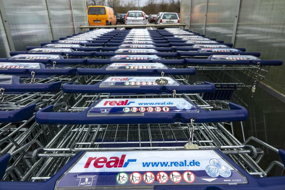 Was steht künftig auf den Einkaufswagen in Heidenau und Bannewitz?