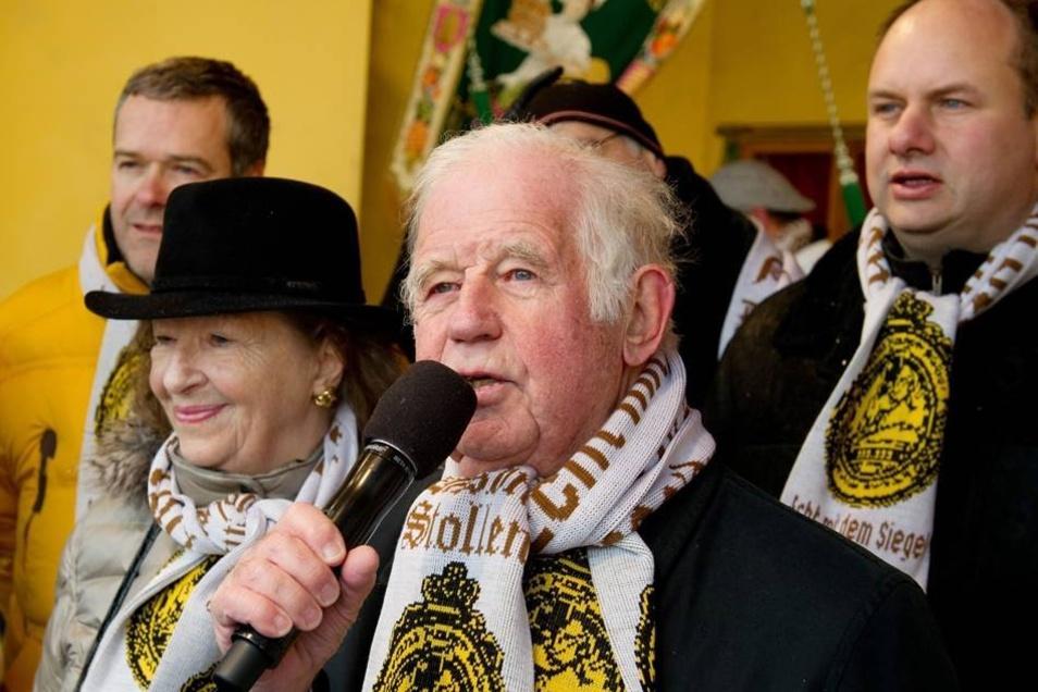 Prominente Gäste: Der ehemalige sächsische Ministerpräsident Kurt Biedenkopf (M) und seine Frau Ingrid (l) sowie der Dresdner Wirtschaftsbürgermeister Dirk Hilbert (FDP, r) nahmen am Stollenfest teil.