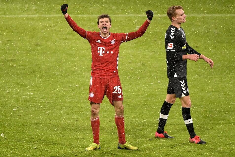 So sieht Erleichterung aus. Thomas Müller jubelt über sein Tor und den Bayern-Sieg nach zwei Niederlagen.