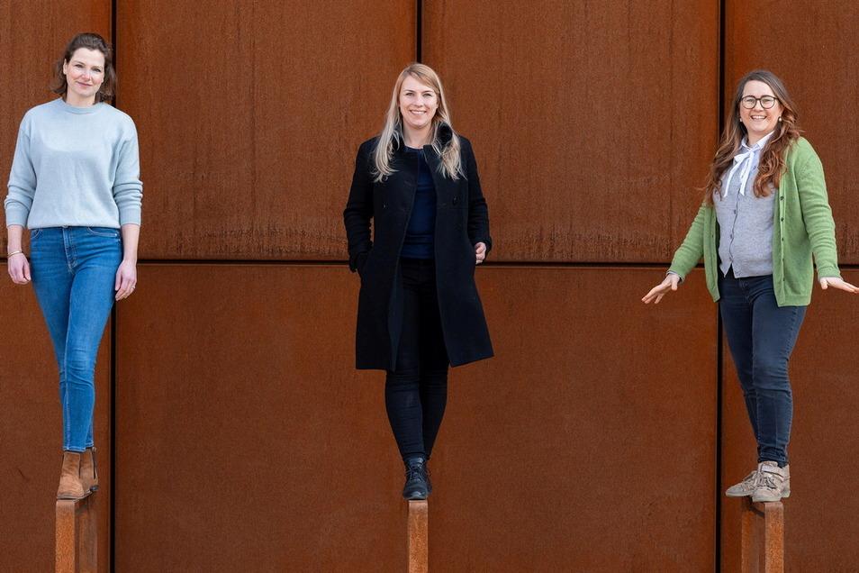 Gesche Weger (l, Packwise), Maria Piechnick (m, Wandelbots) und Stefanie Oppitz (r, Windelmanufaktur) leiten Unternehmen, bringen Innovationen voran – und überwinden immer wieder Hürden.