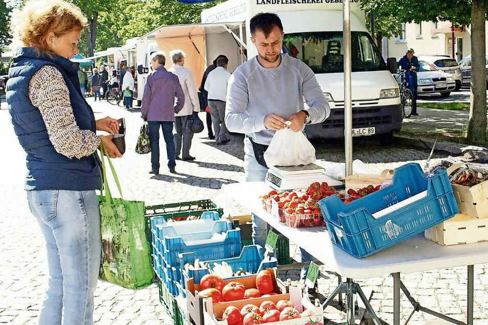 Krzysztof Skowron ist wieder freitags auf dem Marktplatz in Weißwasser.