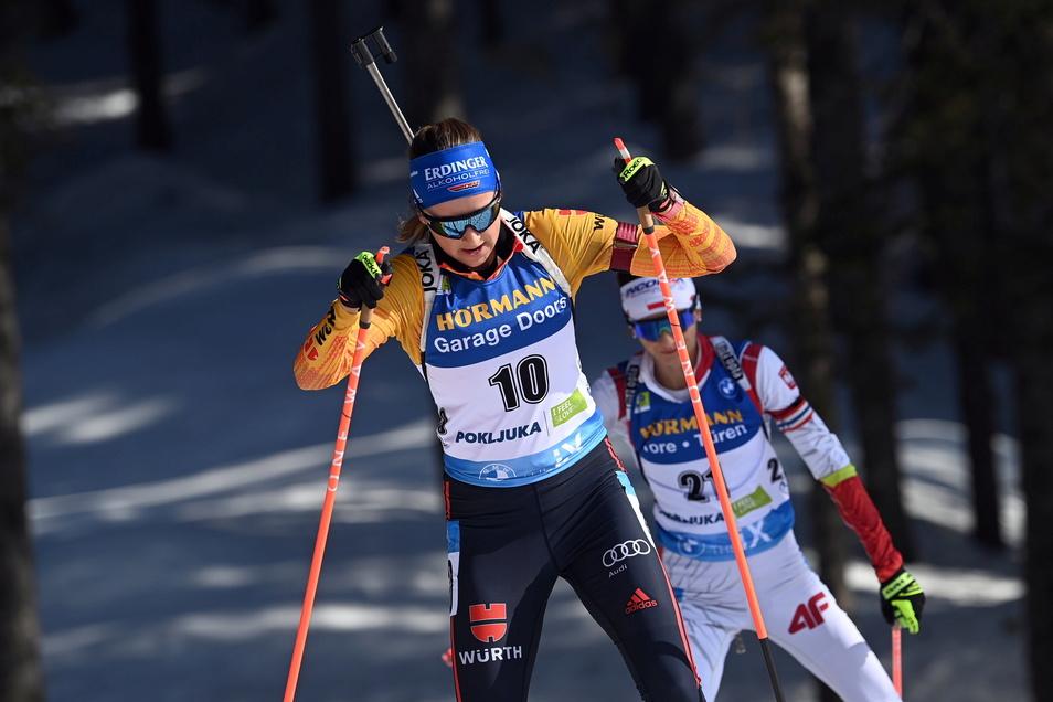 Franziska Preuß bei einem WM-Rennen in Pokljuka. Die Biathletin hat sich Platz drei im Gesamtweltcup gesichert.