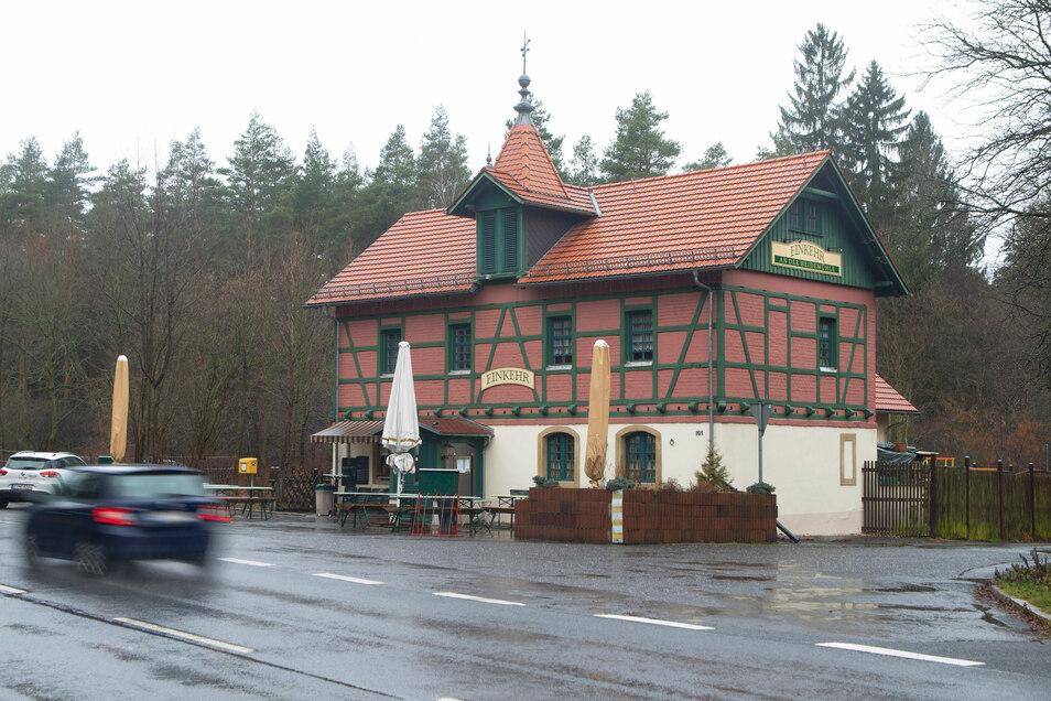 """Schickes Fachwerkhaus, gute Lage: Die Gaststätte """"Einkehr an der Heidemühle"""" an der Radeberger Landstraße schließt. Die jetzigen Betreiber sind aber optimistisch, dass die Küche nicht allzulange kalt bleibt."""