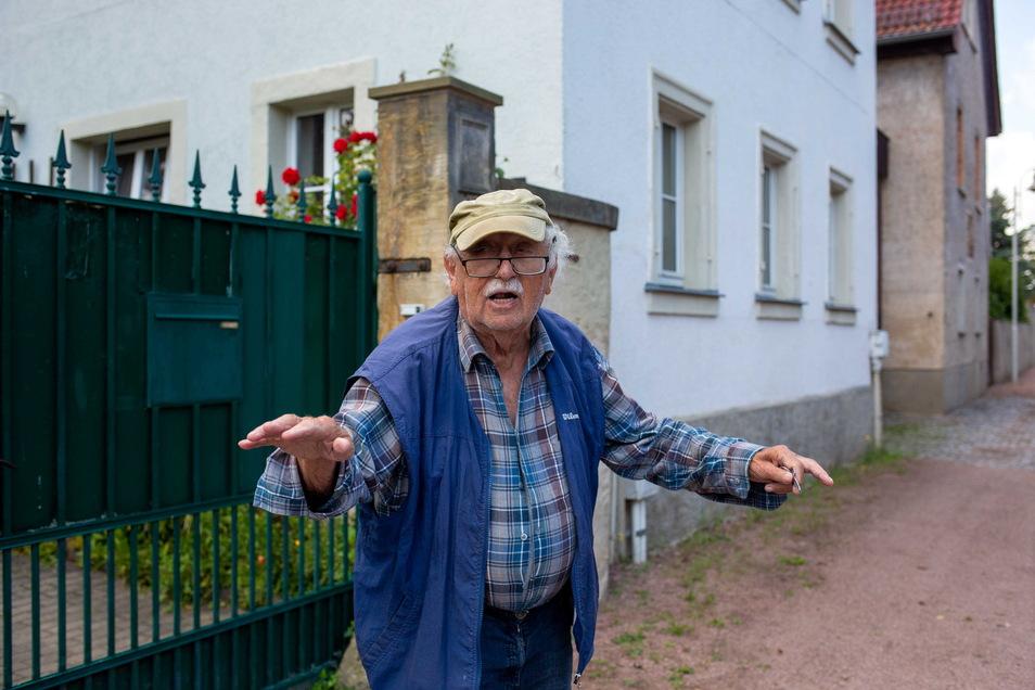 Der 92-jährige Wilfried Bäßler hat viele Elbefluten erlebt. Er hat nichts dagegen, wenn sein Haus gehoben wird.