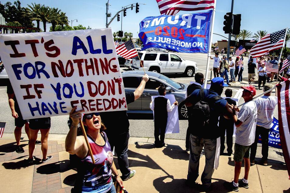 Die USA verzeichnen so viele Corona-Tote wie sonst kein Land. Dennoch fordern Anhänger Donald Trumps den baldigen Ausstieg aus dem Lockdown.