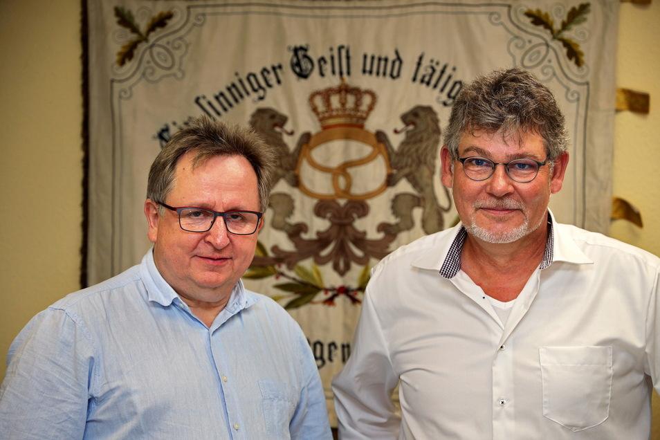 Peter Liebe (li.) bleibt der Kreishandwerksmeister in der Region Meißen, hier im Bild mit dem Geschäftsführer der Kreishandwerkerschaft, Jens-Torsten Jacob.