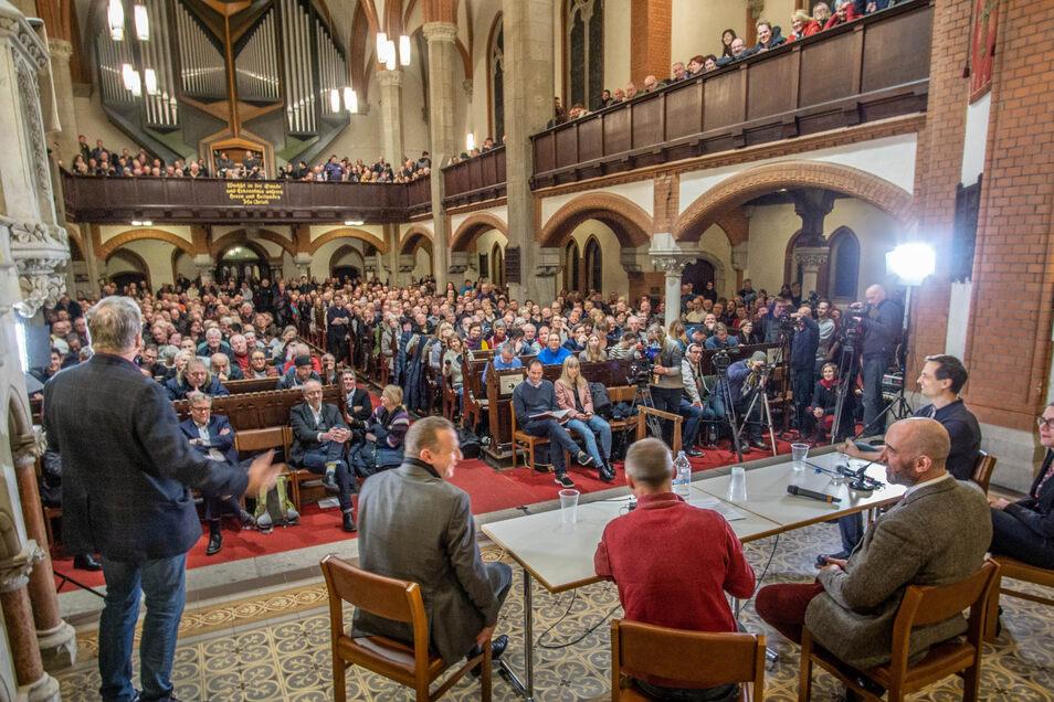 Um das gesellschaftliche Klima ging es am Freitagabend bei einem Bürgerforum in der Bautzener Maria-Martha-Kirche.