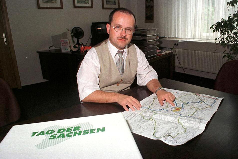 1998 war Skora der Organisationsleiter der Stadt für den Tag der Sachsen in Hoyerswerda – eine wichtige Funktion. Das Amt, sagte er später einmal, habe ihm ein gewisses Selbstvertrauen gegeben.