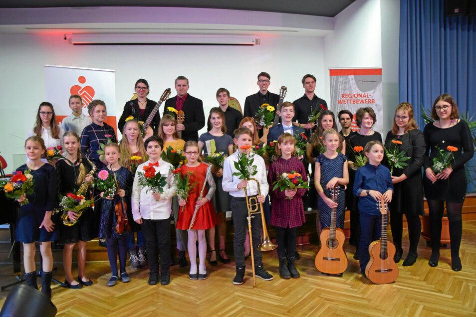"""2019 konnte der Regionalwettbewerb """"Jugend musiziert"""" noch wie gewohnt stattfinden. 2021 wird es vorerst kein gemeinsames Foto der Preisträger geben können."""
