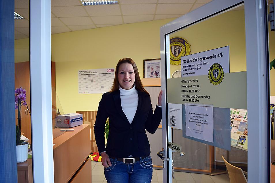 """Auch wenn zur Zeit keine Kurse stattfinden, so ist die Geschäftsstelle doch wie gewohnt besetzt. """"Jetzt muss man noch kreativer werden"""", sagt Anke Stefaniak von der FSG Medizin."""