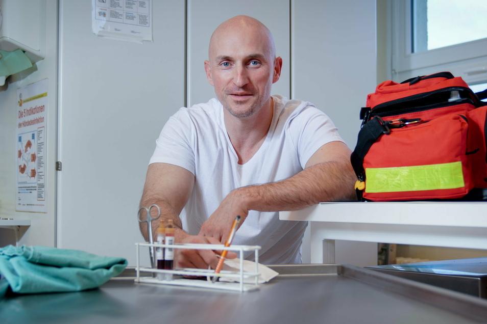 Dr. Josef Albin Nees ist neuer Chefarzt der Inneren Abteilung der Asklepios-ASB Klinik Radeberg. Jetzt stehen er und seine Kollegen vor besonderen Herausforderungen. Mehrere seiner Mitarbeiter haben sich mit dem Coronavirus infiziert.