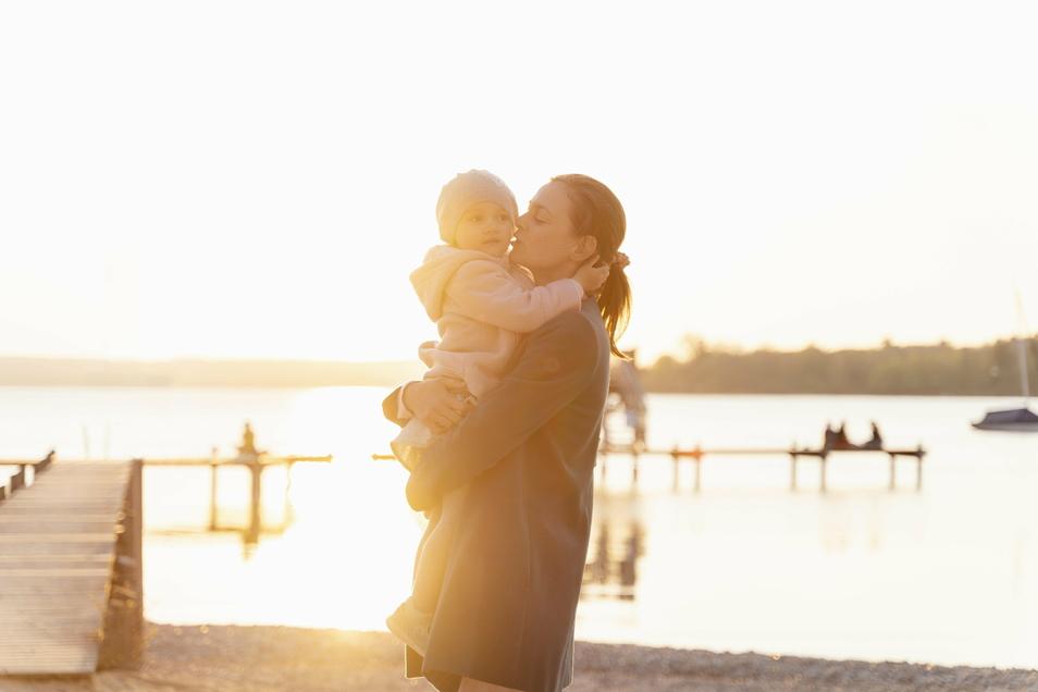 Eltern sollten für ihr Kind ein emotionales Vermächtnis verfassen. Am besten nach einem schönen Tag, den man gemeinsam verbracht hat.