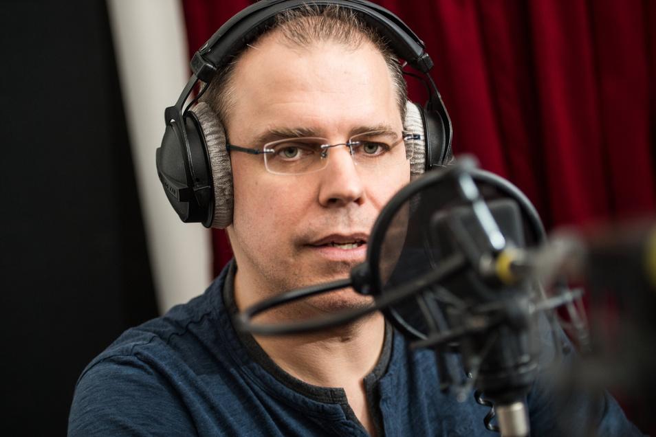 Heiko Grauel ist der neue Ansager der Deutschen Bahn. Seine Stimme wird bald an allen Bahnhöfen bundesweit zu hören sein.